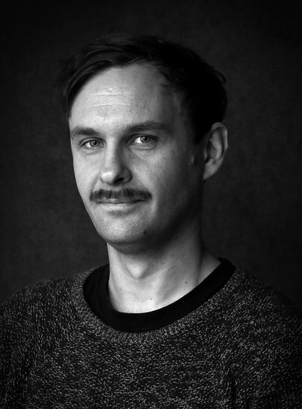 näyttelijä - yleisötyöntekijä Kimmo Penttilä