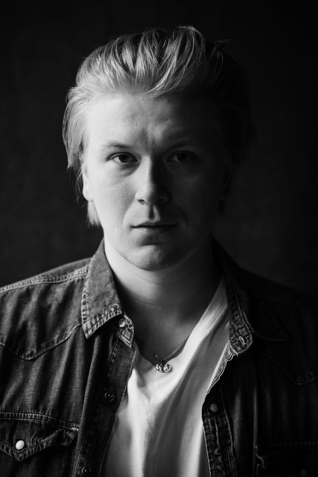 näyttelijä Sampsa Timoskainen