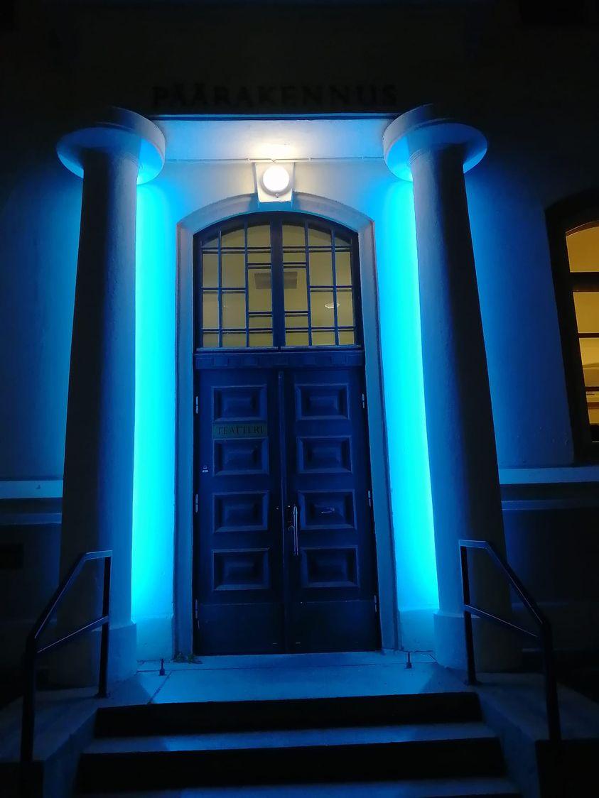 Kajaanin kaupunginteatterin Seminaarin näyttämön valaistu ovi